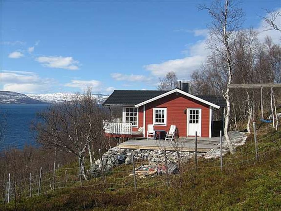 Cabin by the sea cabins for rent in malangen troms norway for Cabin by the sea
