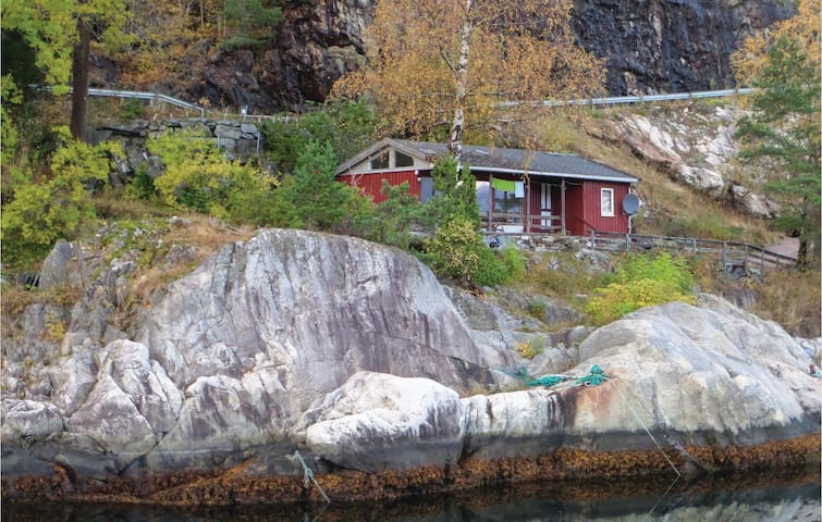 Holiday cottage with 2 bedrooms on 50m² in Vallavik
