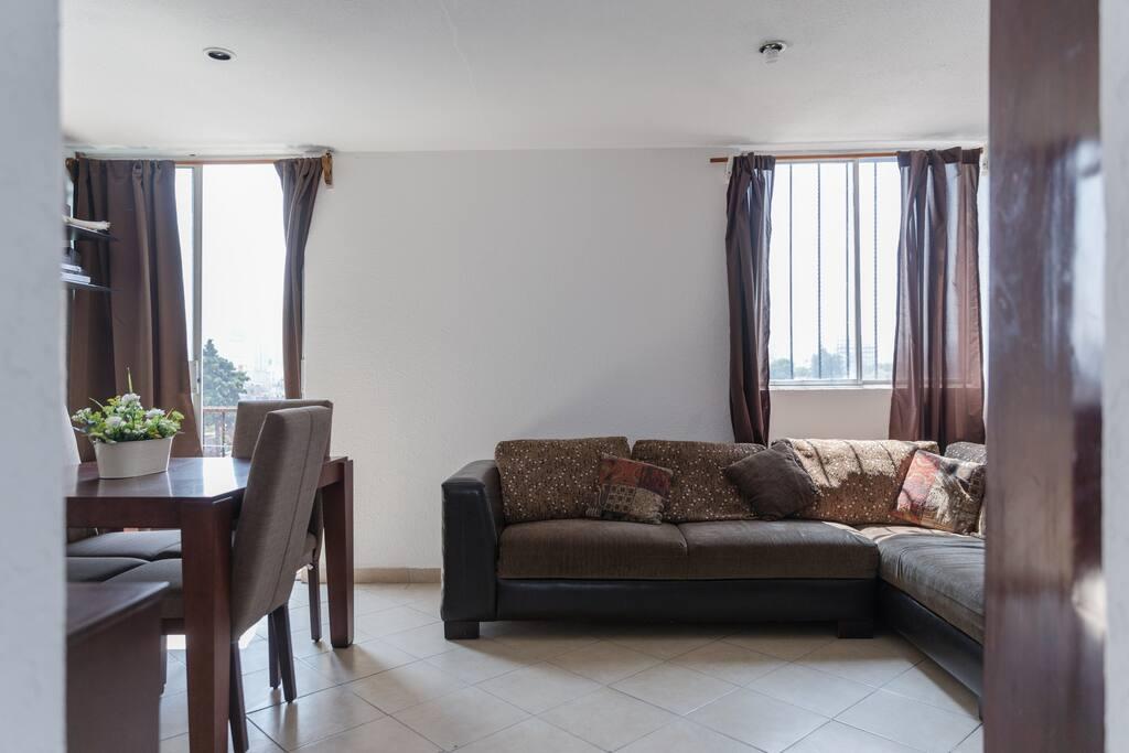 Sala, para que cómodamente puedas ver la tele o ver lo que quieras.
