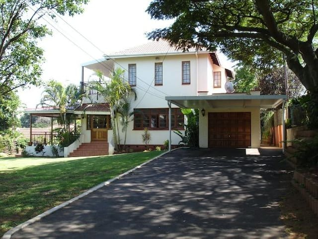 Large character Durban North House - Durban North - Huis