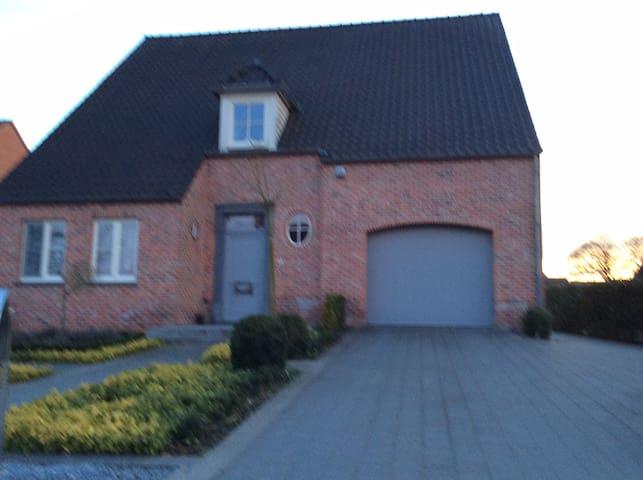 Fietsen op het platteland - Meeuwen-Gruitrode - Haus