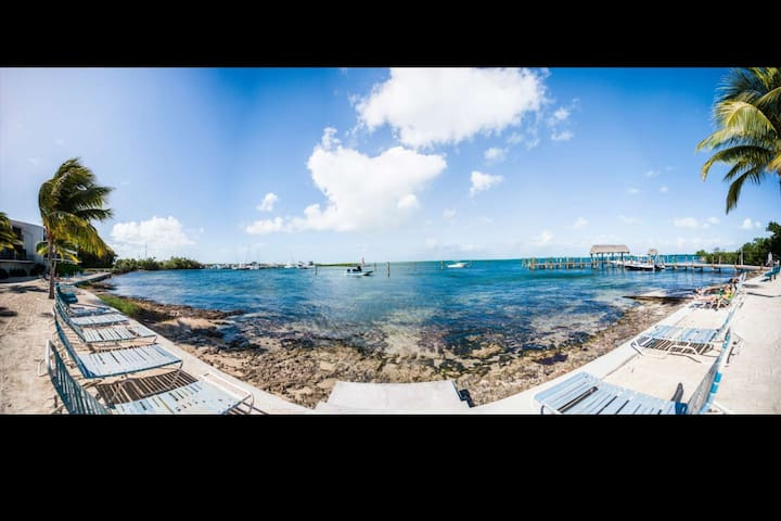 **JAN 2020 Available Someone just Cancelled-Executive Bay Townhouse w/Heated Pool, Beach, Marina