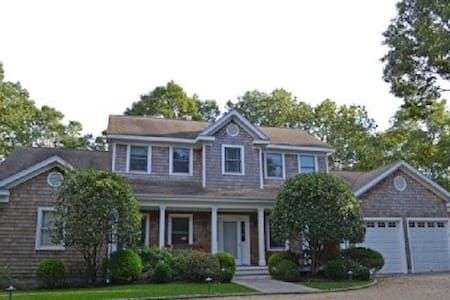 Room type: Entire home/apt Property type: House Accommodates: 8 Bedrooms: 4 Bathrooms: 4.5