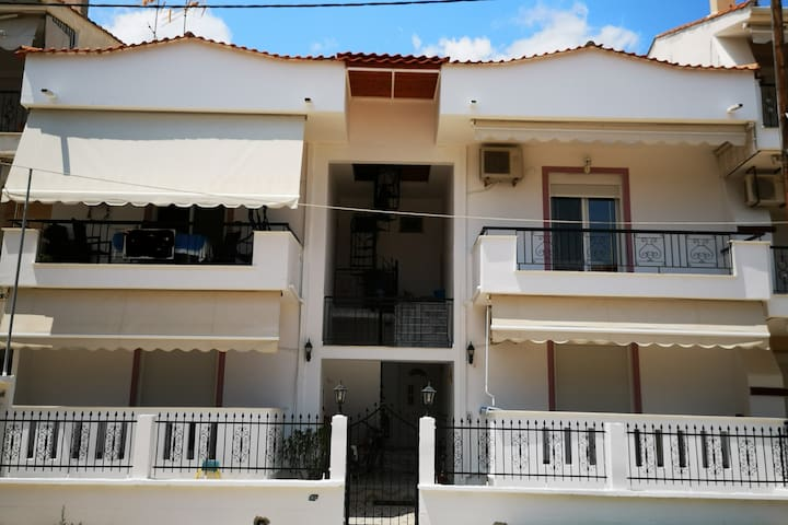 Apartment with balcony 200m from the beach