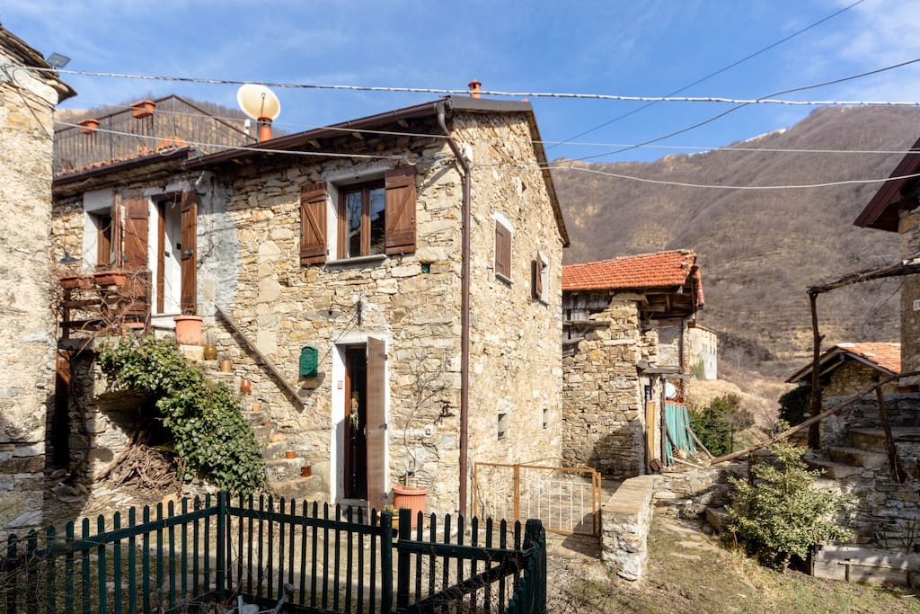Beautiful farmhouse near genoa casa borgo houses for for Piani di casa di log artigiano