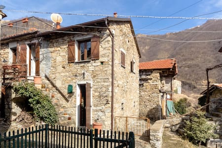 Beautiful farmhouse  near Genoa: Casa Borgo - Tonno - Дом