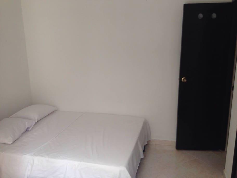 Habitaciones en acomodación con cama sencilla, doble triple o cuádruple. Cada habitación tiene baño privado.