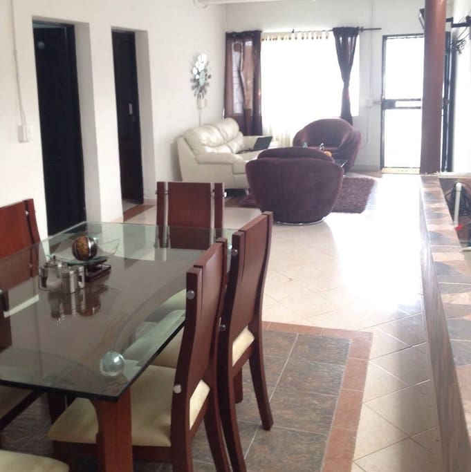 Área común, sala, comedor.