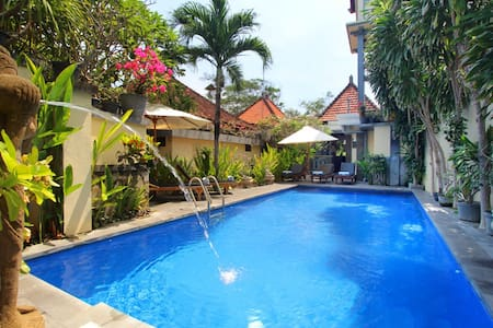 Balinese style room 5 mins to beach - Sanur - House
