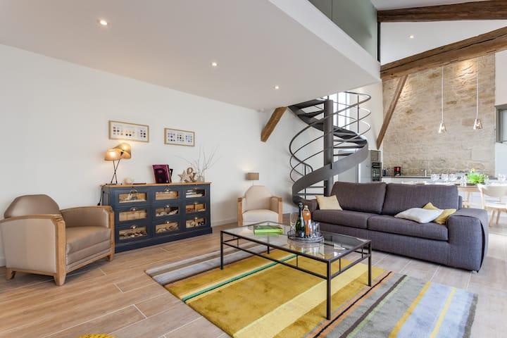 Loft rénové avec jardin privé et garage sécurisé