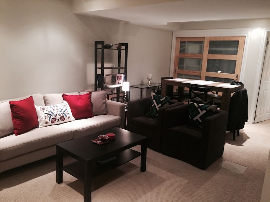 Cozy apartment in mississauga appartements louer for Best private dining rooms mississauga