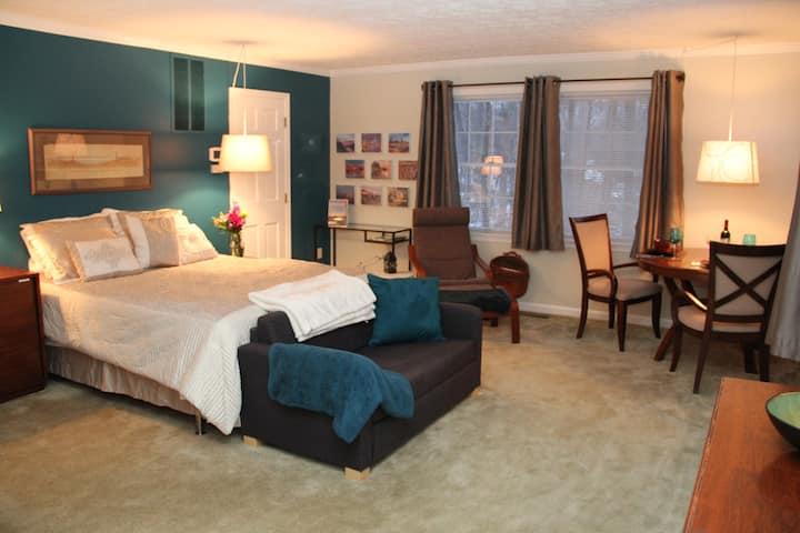 Private suite in quiet Bel Air neighborhood