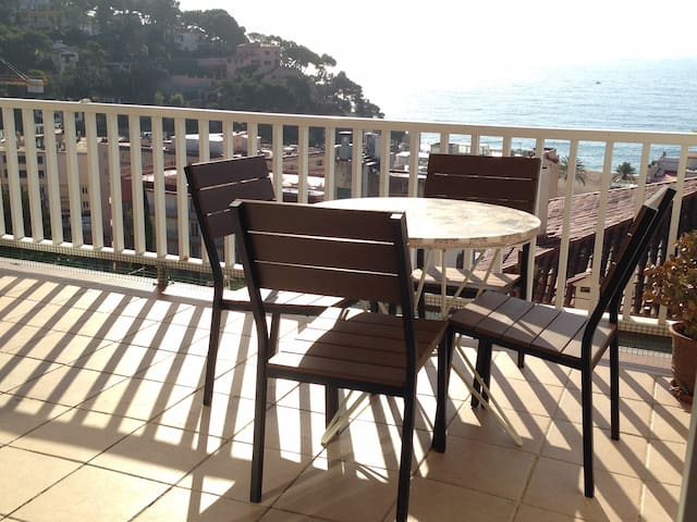 4 people, 2 bedrooms, WIFI, Stunning Sea Views. - Lloret de Mar - Lägenhet