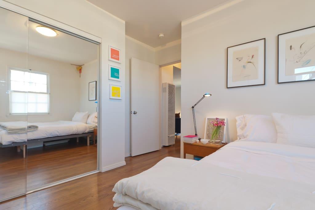 Lovely and Sunlit, Modern 2 Bedroom