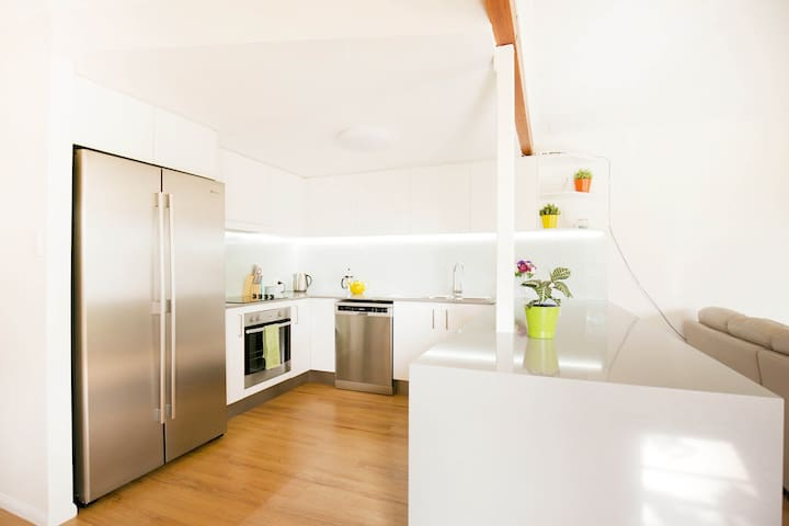 Gorgeous Light-filled Townhouse - Buderim - Szeregowiec