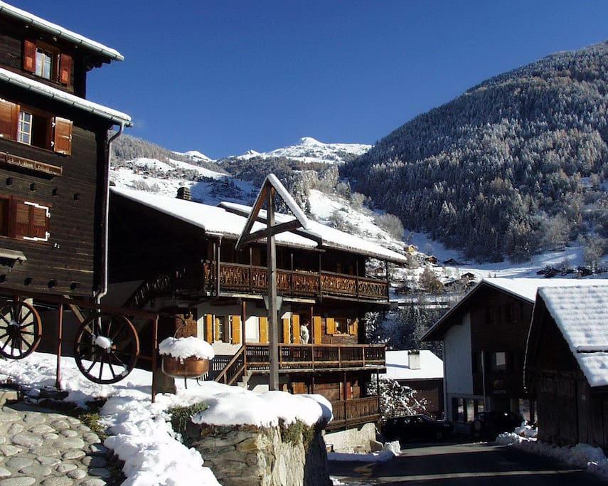 Un village de charme typiquement anniviard au patrimoine parfaitement conservé