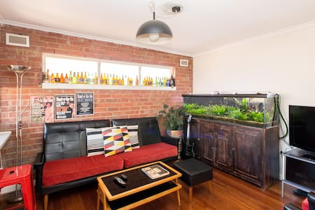 Chilled Apartment w/great Transport - West Footscray