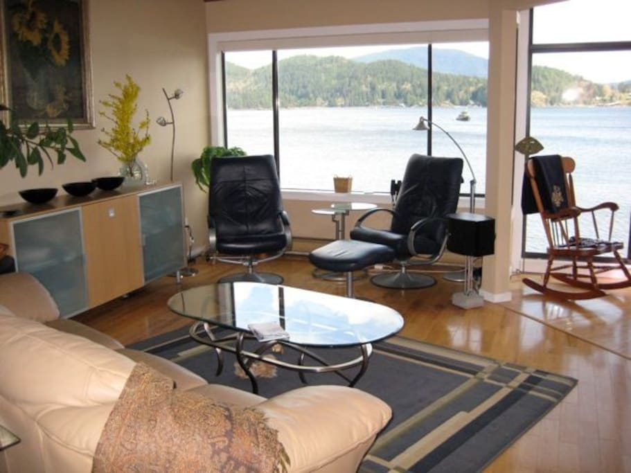 The living room with Keates Island in the background.