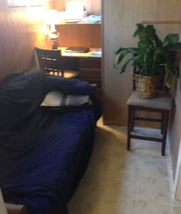 2 person futon in quaint 3 rm home - Cocoa