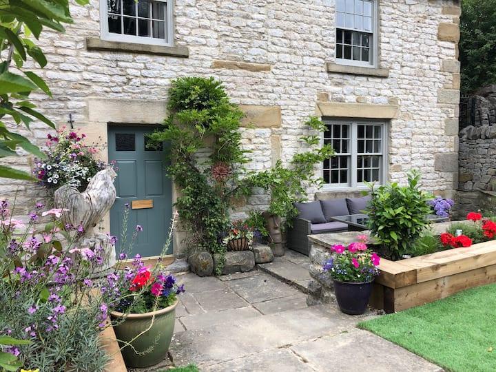 Bean Hill Farm. Luxurious & spacious with parking.