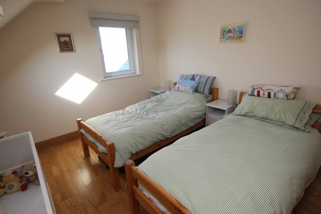 Twin bed with ensuite