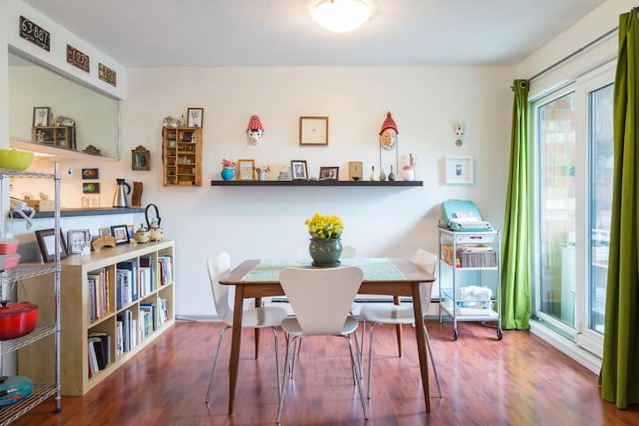 Lower Lonsdale Cozy Abode