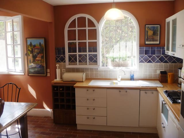 Eat-in kitchen with all appliances
