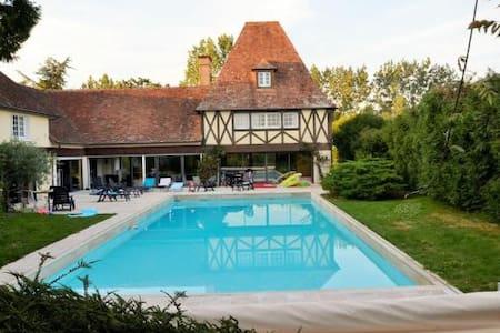 Maison avec piscine, près du Zoo de la Flèche
