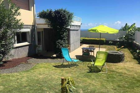 Piton St Leu : avec terrasse et jardin tropical