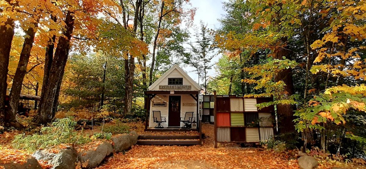 Picture of: The Gatehouse A Tiny House With A Big Heart Casas Miniatura En Renta En Tamworth New Hampshire Estados Unidos