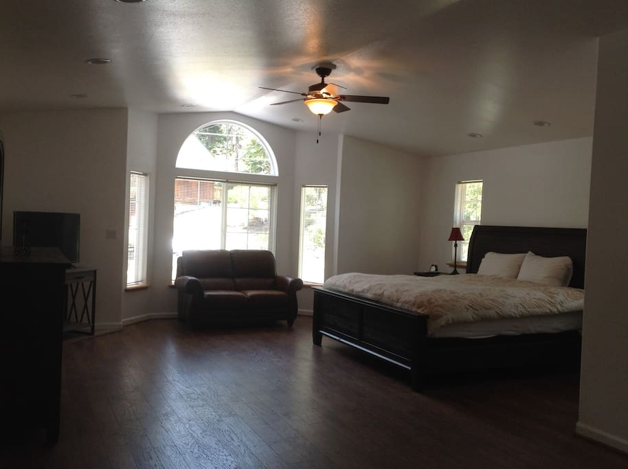 Huge Master Bedroom with vaulted ceilings on Main Floor.  California King-sized bed. Walk-in closet and large master bath featuring a Jacuzzi tub.  Smart TV.