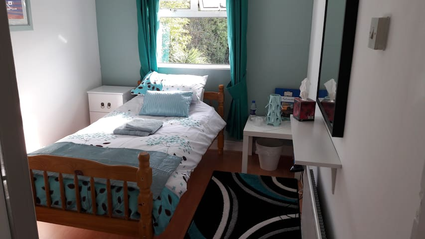 Single Room minutes from Dublin City Centre! - Glasnevin