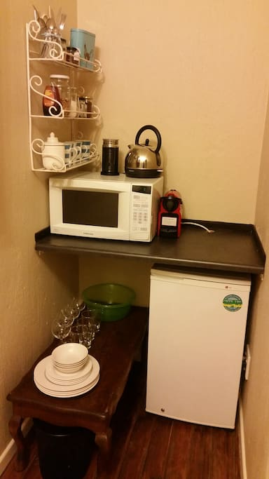 Kitchenette with convection oven/ microwave, kettle, nespresso, toaster and various goodies (teas/ coffees, rusks).  Breakfast is provided.
