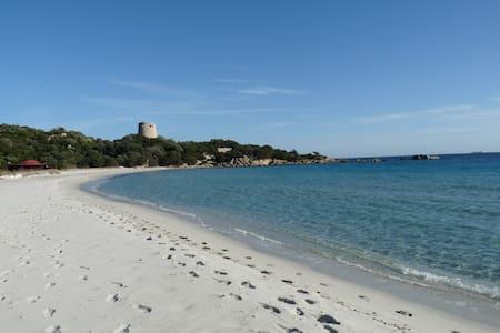 Villasimius-Cala Pira un passo dal mare!