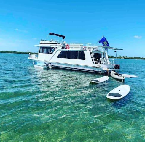 Happy's House Boat