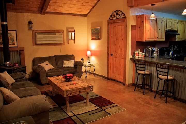 Rustic Guesthouse Minutes from Lawton / Fort Sill