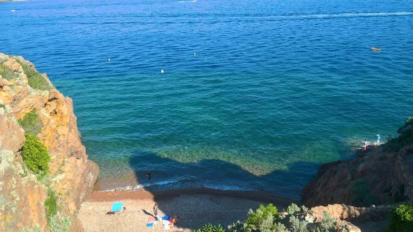 Chambre à 250 m des plages, 30 m départ randonnée - Théoule-sur-Mer - Huvila