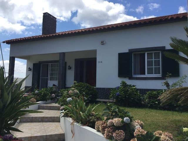 Vivenda Garcia, homely house with fresh breakfast