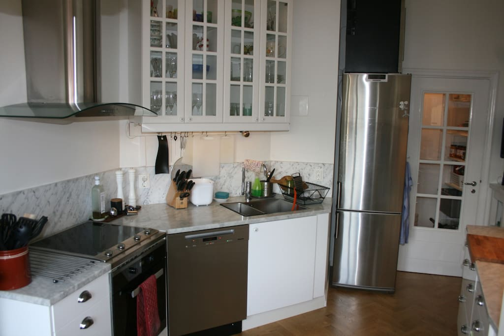 Kitchen with induction cooker, convection oven, steam oven, coffee maker from beans, dish washer and more. Table for 2