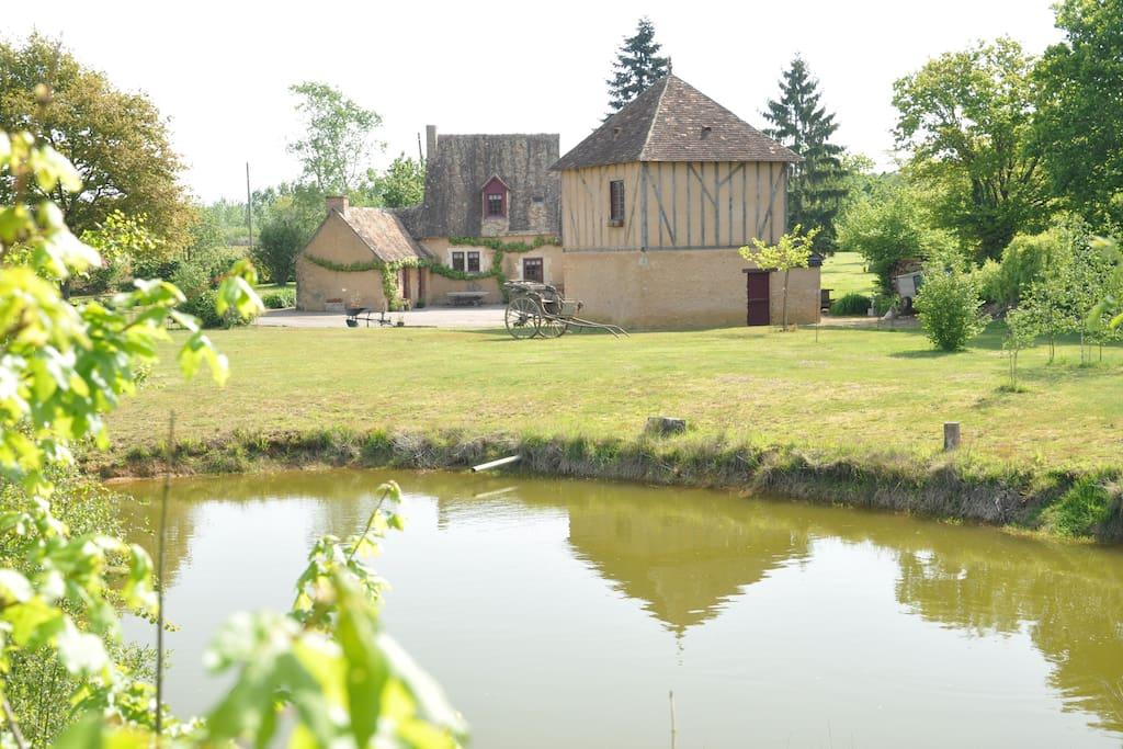 Le lieu dit, avec la maison et la Tour a l'avant