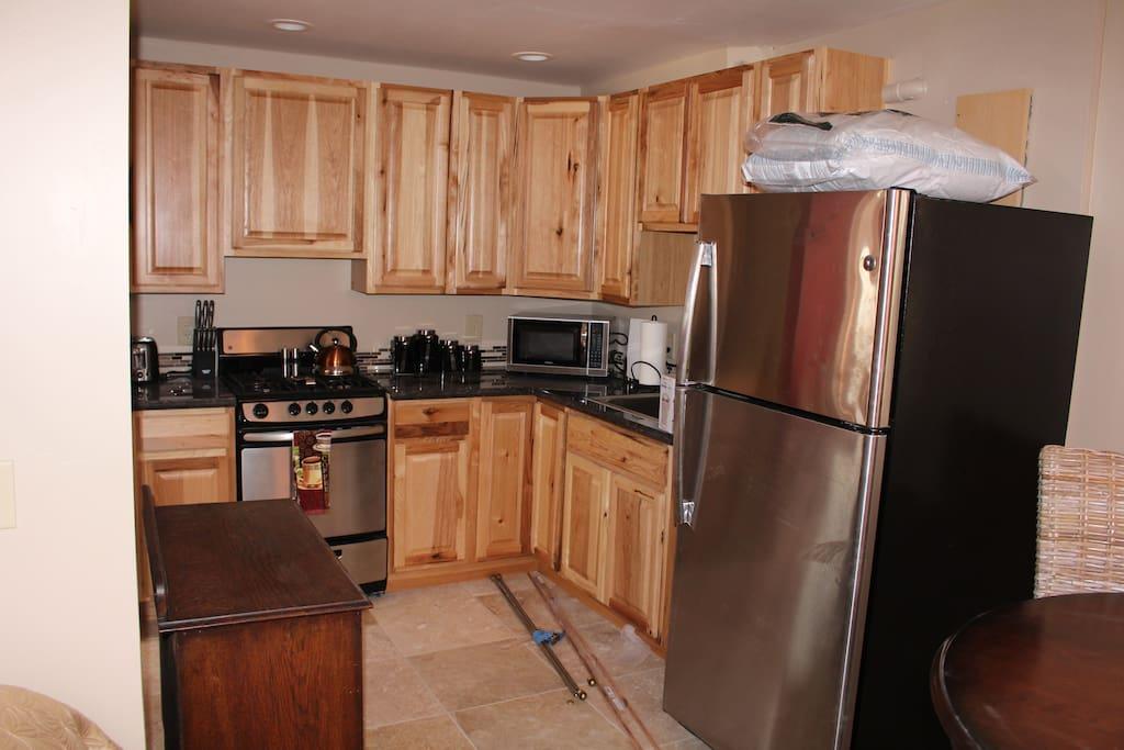 Full kitchen fully stocked making meal prep easy.