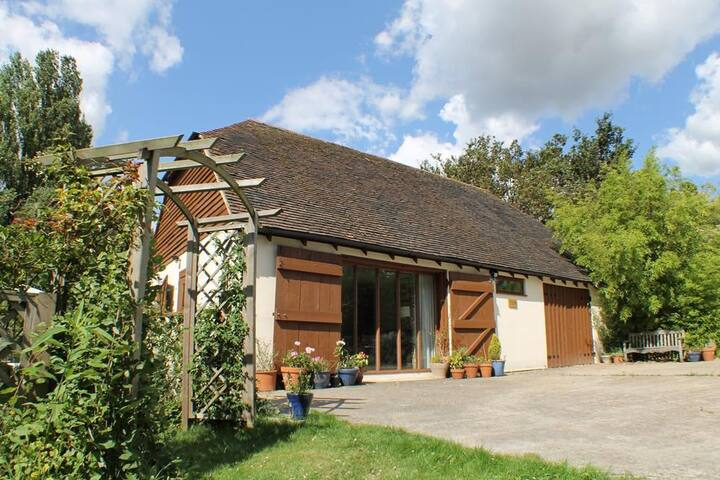 Sandhole Barn Sleeps 4, Set back within secluded mature gardens lies this charming and peaceful holiday cottage.