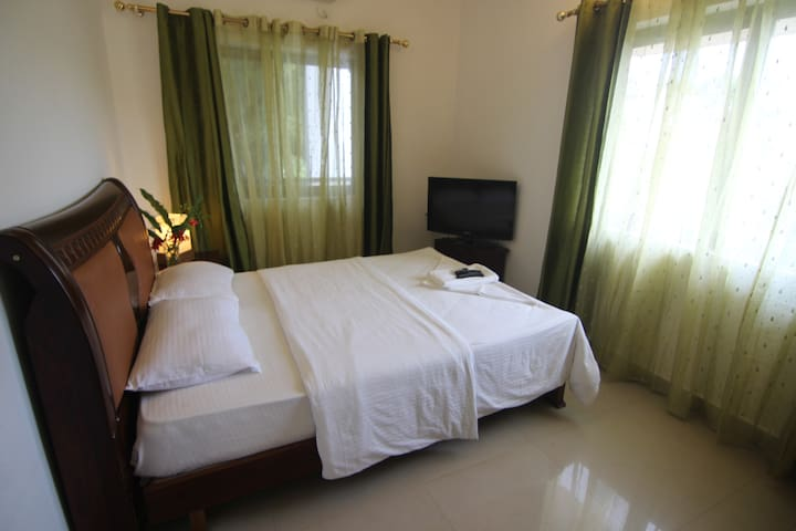 Poolside CHIC 2 BEDROOM FLAT IN ANJUNA,GOA - A1