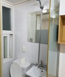 Hongdae Private room with shower - Mapo-gu - Apartment