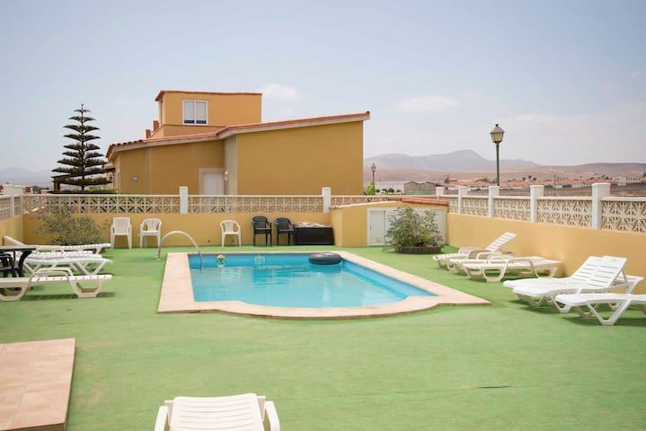 Beautiful villa in Caleta de Fuste with Pool