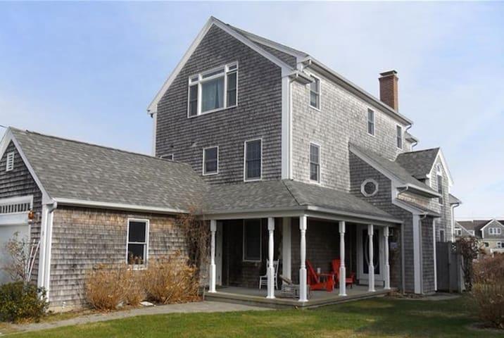 Cape House - custom, 3 floors, minutes from beach