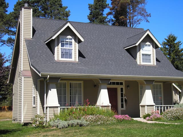 Charming Craftsman close to town - Fort Bragg - House