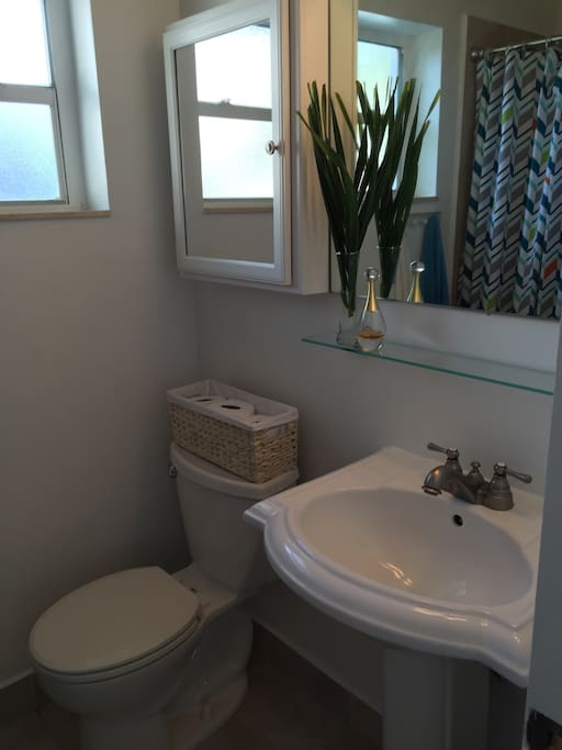 Apt 4 Newly Renovated 2 Bedrooms Close To Beach