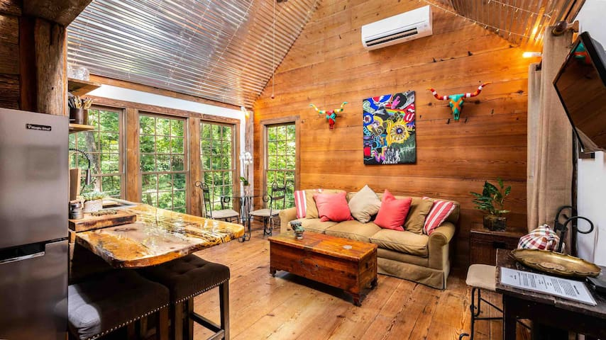 Secluded Cabin with 1BR and Loft