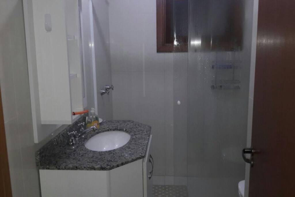 Banheiro social - chuveiros com aquecimento a gás